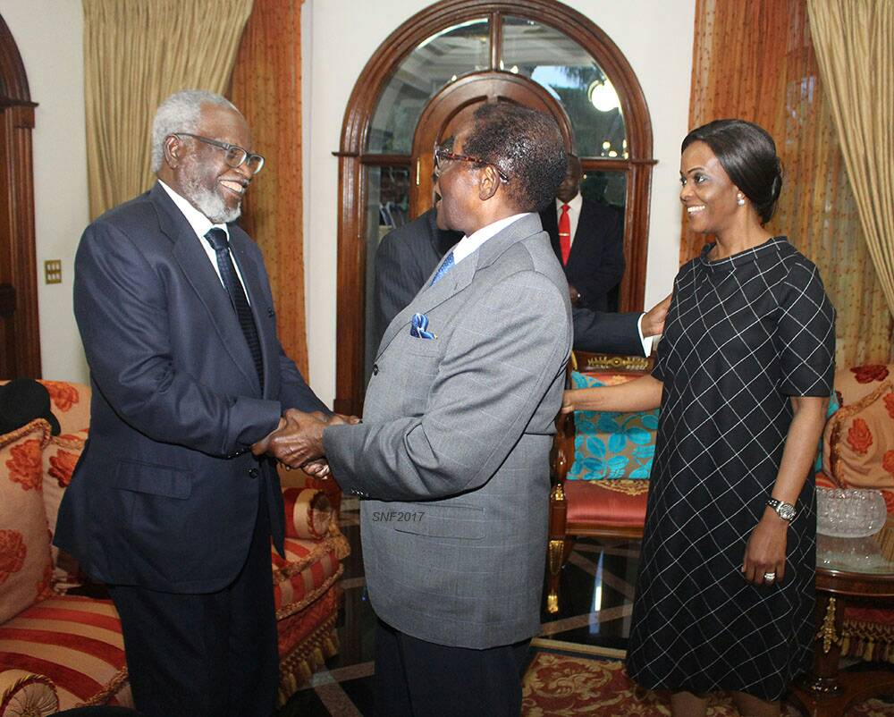 PHOTO: Sam Nujoma bids farewell to Mugabe and Grace