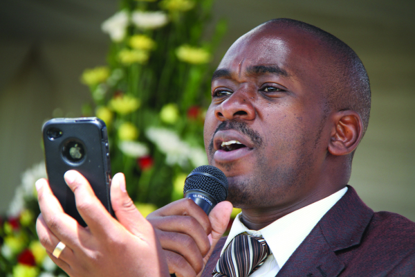 MDC Alliance vows to block Mnangagwa from messing with elections as Chamisa and Mudzurwi publicly wrestle for microphone