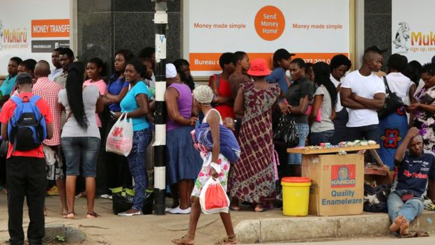 People queue to withdraw money from a bank in Harare, Zimbabwe's capital - 2017