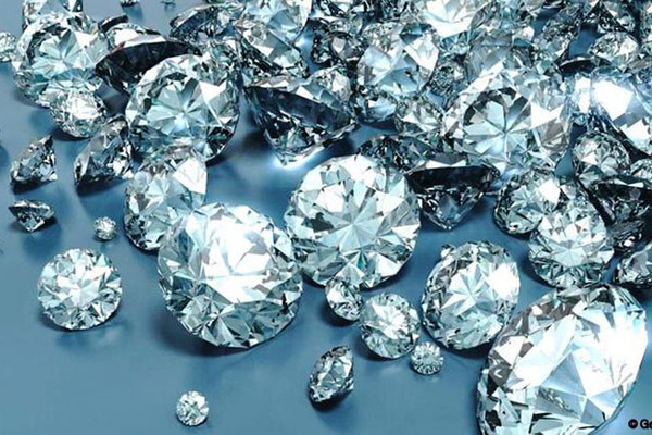 Govt seeks diamond sector investors