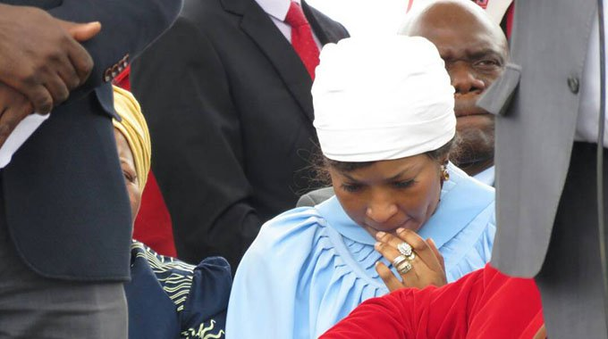 Elizabeth leaves soon after Tsvangirai's burial