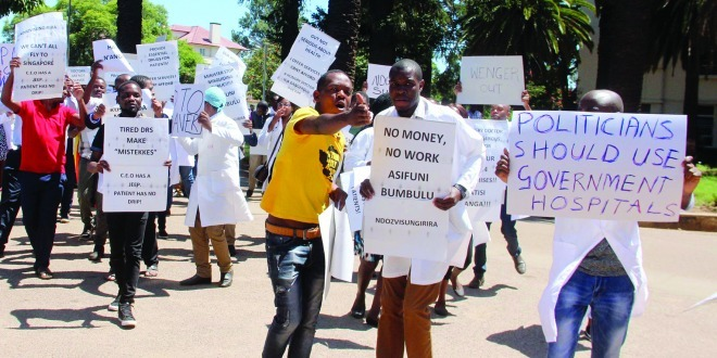 'Govt should show commitment on striking doctors'