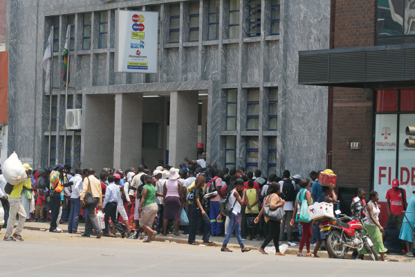 Bank employees threaten strike