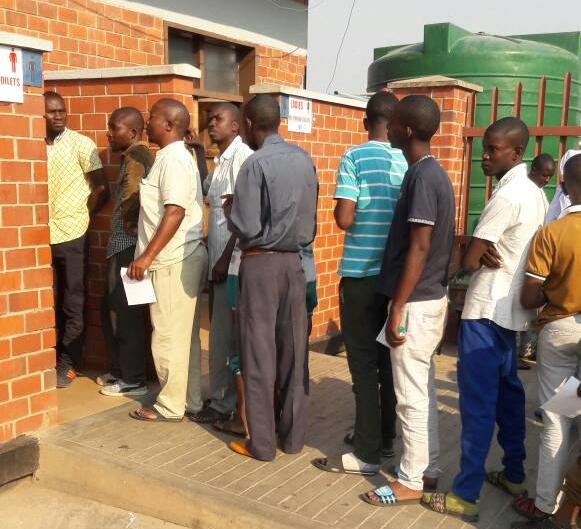 Poo dealers, laxatives and border tests as Zimbabwe battles cholera outbreak