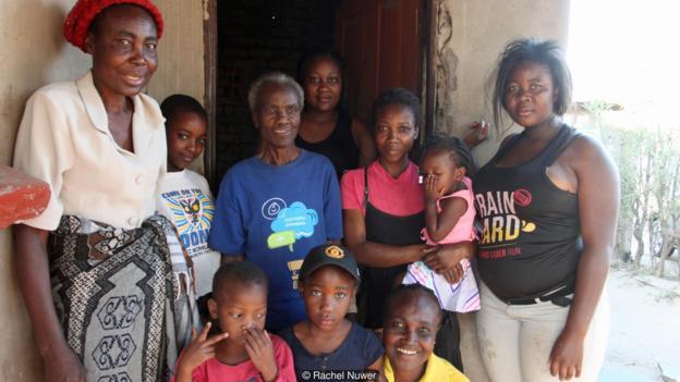 Grandmother Rudo Chinhoyi and family (Credit: Rachel Nuwer)