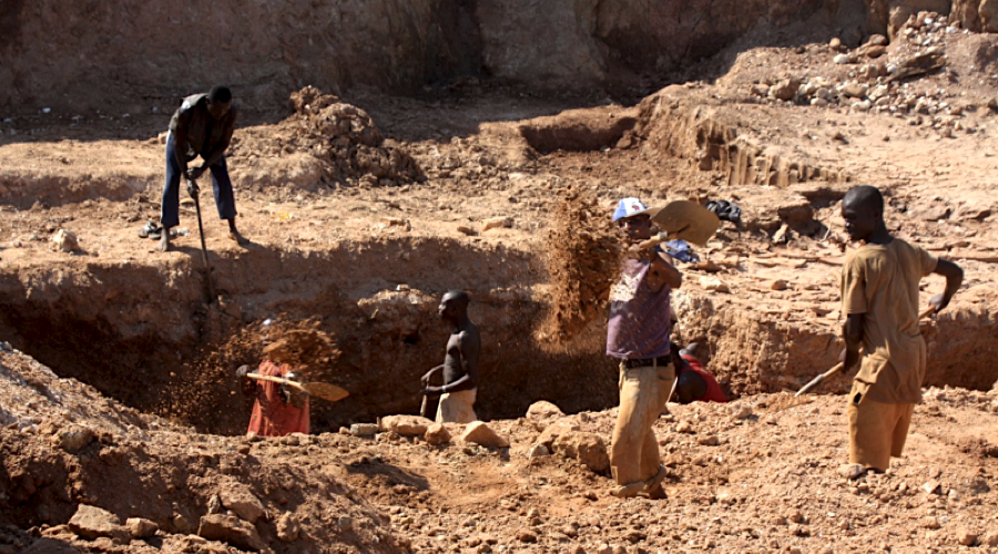 Zimbabwe to let two new private miners dig for diamonds