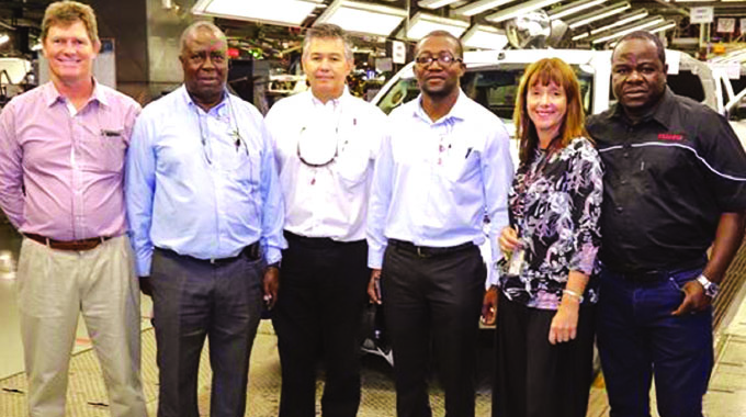 Industry minister tours Isuzu plant