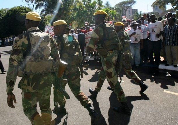 soldiers_zimbabwe_army_military_combat_field_uniforms_003.jpg