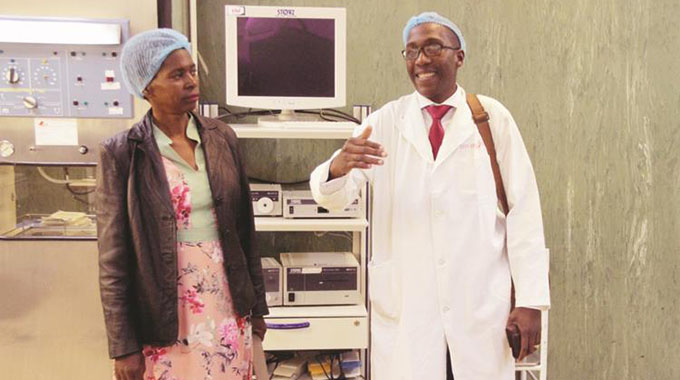 Zim doctors break world record