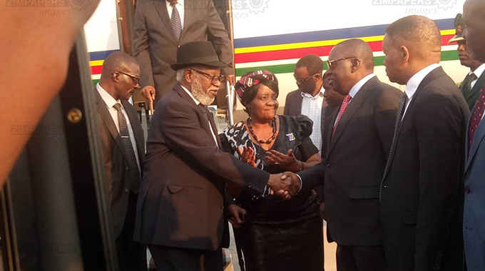 Leaders jet in for funeral service
