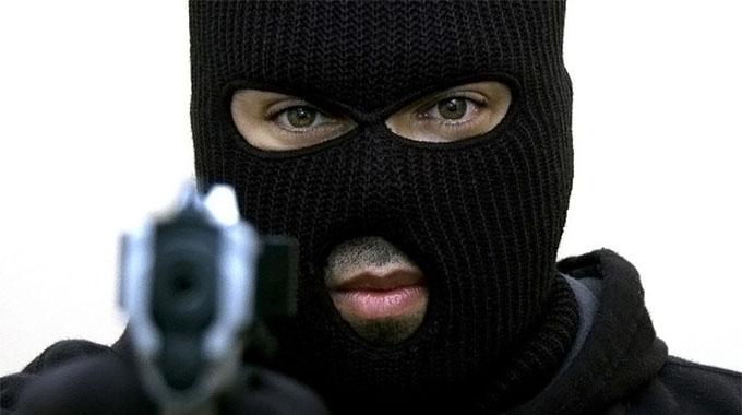 Masked men vanish with gold dealer's $37 000