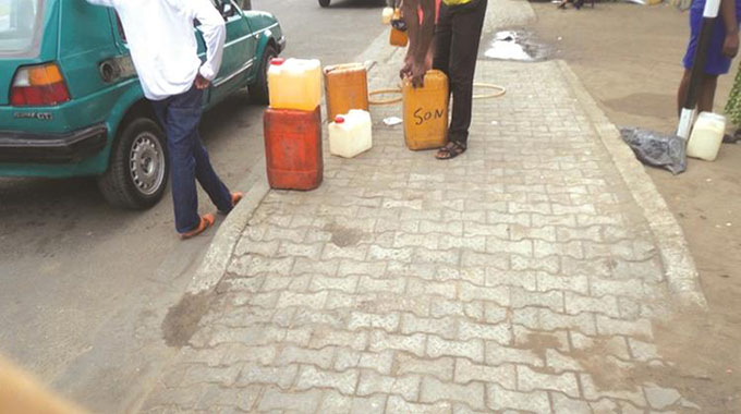 Illegal 'mobile fuel stations' at city ranks