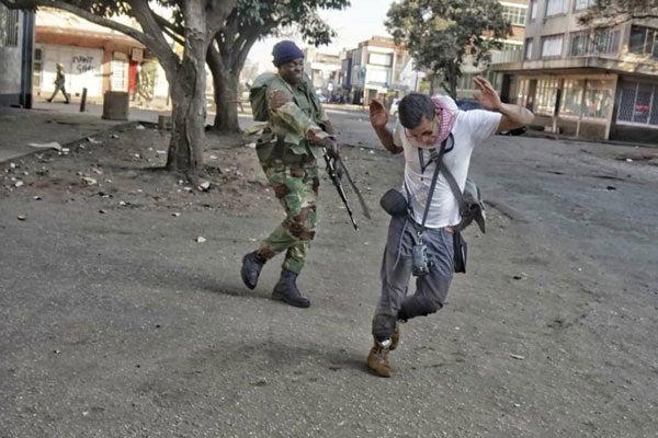 soldier-beating-journalist1.jpg