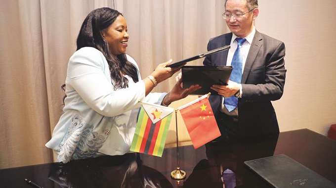 First Lady charms Chinese investors