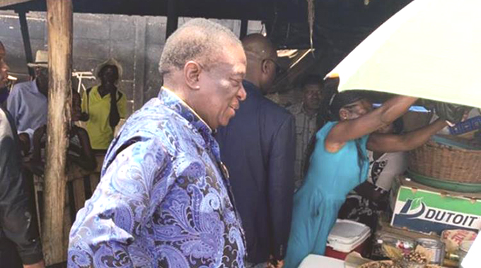 President visits Kwekwe market