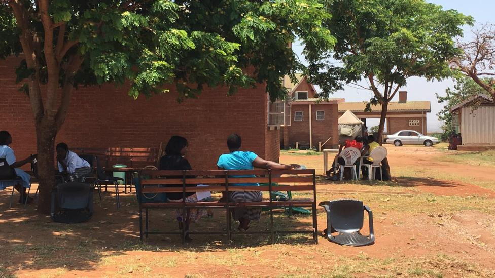 A friendship bench in Malawi (Credit: The Friendship Bench Zimbabwe)