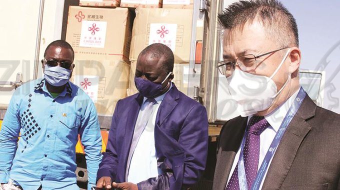 Zim receives 30 000 PCR testing kits