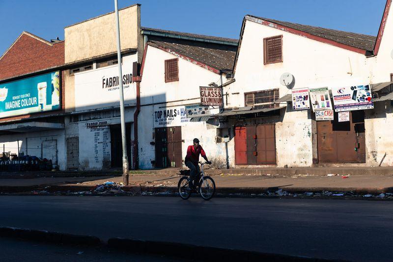 TOPSHOT-ZIMBABWE-HEALTH-VIRUS