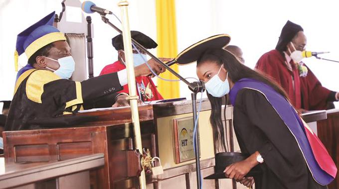 President caps 447 HIT graduates