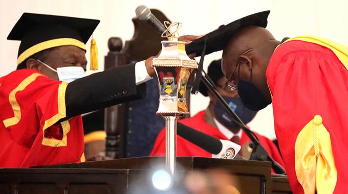 President caps 2 528 Nust graduates