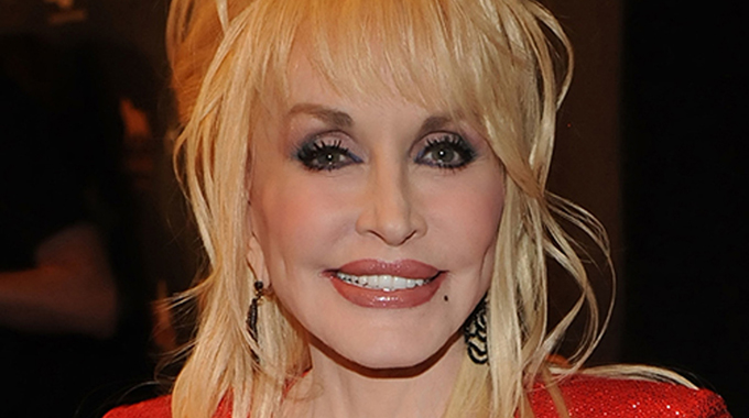"""Dolly Parton Credited For Funding Moderna's COVID-19 Vaccine: """"I'm Just Very Grateful That This Is Happening"""""""