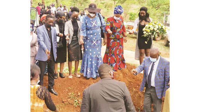 Journalist Munyaka laid to rest