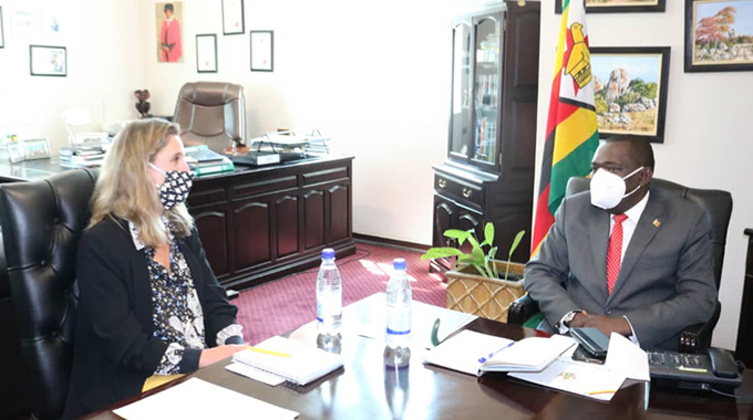 UK scales up cooperation with Zim ahead of Brexit