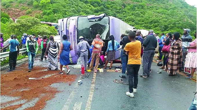 Zim woman collapses, dies in queue