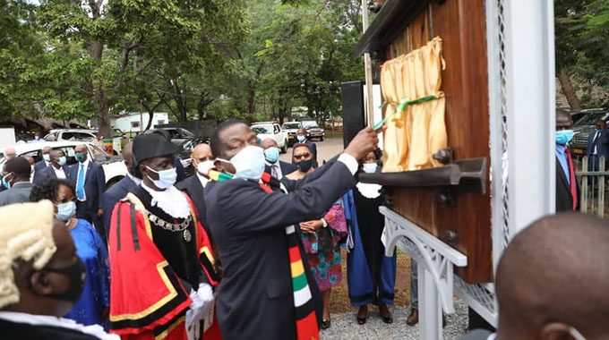 JUST IN: President in Vic Falls for conferring of the city