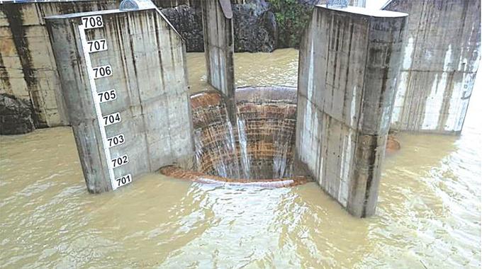 Tugwi-Mukosi Dam in historic spill