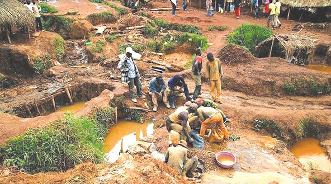JUST IN: Female gold panner dies in shaft…neighbour survives miraculously