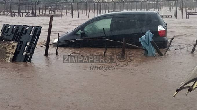 JUST IN: Flash floods hit Dulivhadzimu suburb again