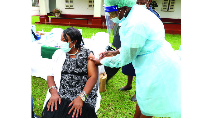 Covid-19: First lady gets jab
