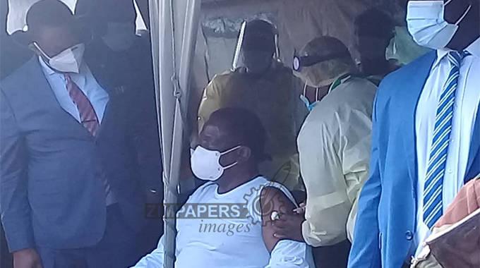 BREAKING: President Mnangagwa receives Covid-19 vaccine