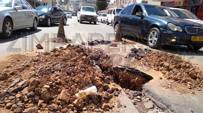 JUST IN: Harare CBD unattended ditch along Jason Moyo endangers lives