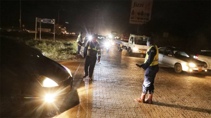 Motorists applaud police for controlling traffic at notorious roundabout