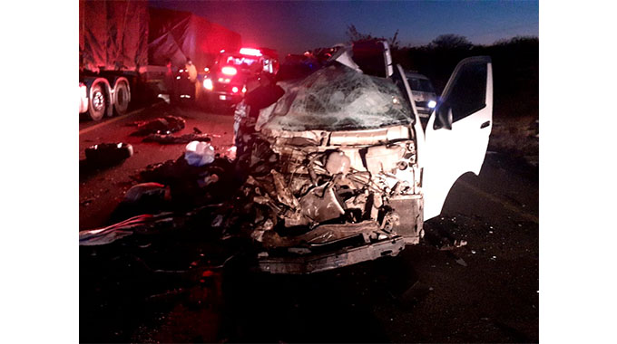 Four killed as bus with Zimbabweans collides with minibus in South Africa
