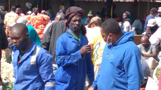 Mbare Musika traders defy Covid-19 regulations