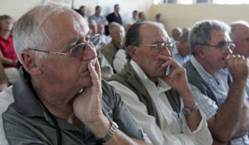 white farmers Zimbabwe taxpayers' farmers compensate fresh demands deferred compensation