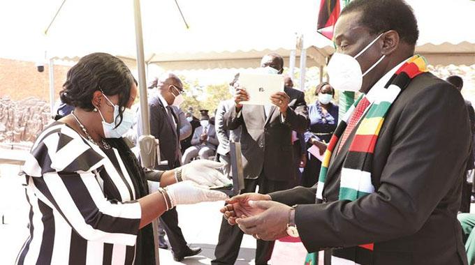 Outstanding Zimbabweans receive honours
