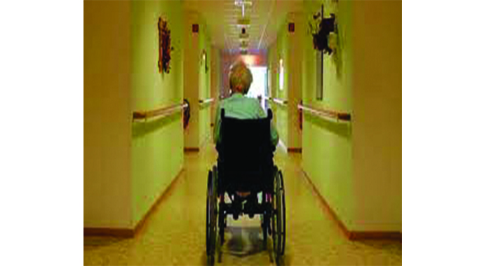 Workers resign at old people's home