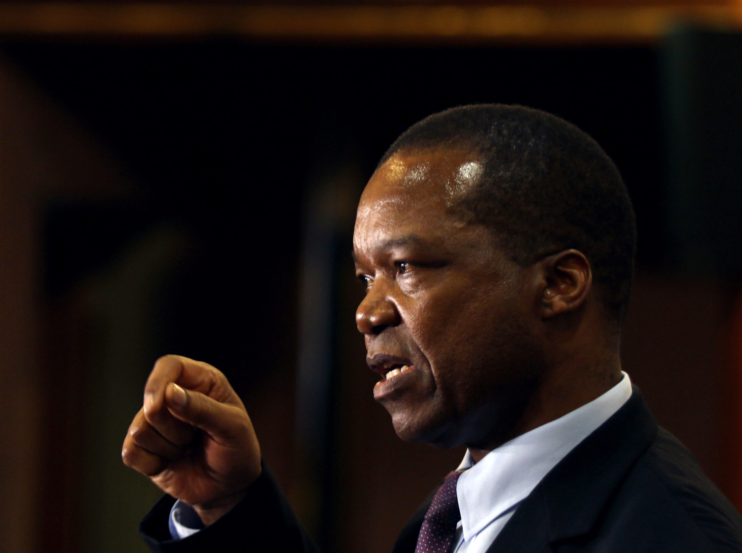 Reserve Bank of Zimbabwe (RBZ) Governor John Mangudya gestures as he delivers his 2018 Monetary Policy Statement in Harare, Zimbabwe February 7, 2018. REUTERS/Philimon Bulawayo