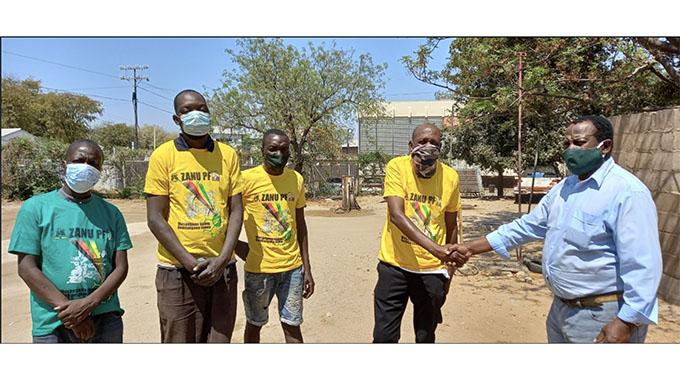 FreeZim Congress supporters defect to Zanu PF