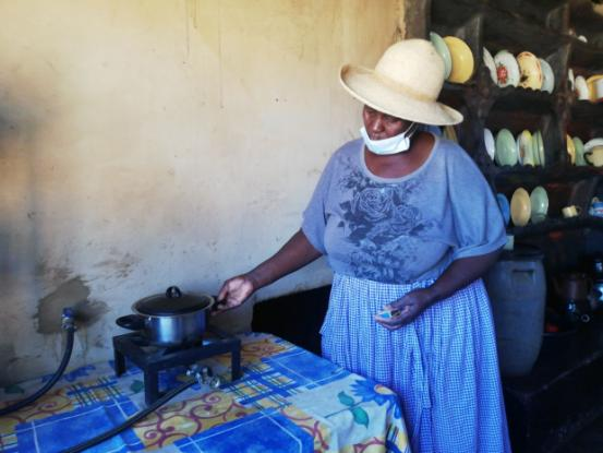 Kumbirai Mapfumo's smokeless kitchen fire means her health risks are reduced.
