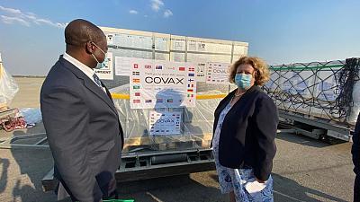 Coronavirus: Zimbabwe receives nearly one million COVID-19 vaccine doses from COVAX