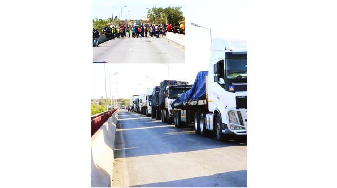 Truckers block traffic at Limpopo bridge