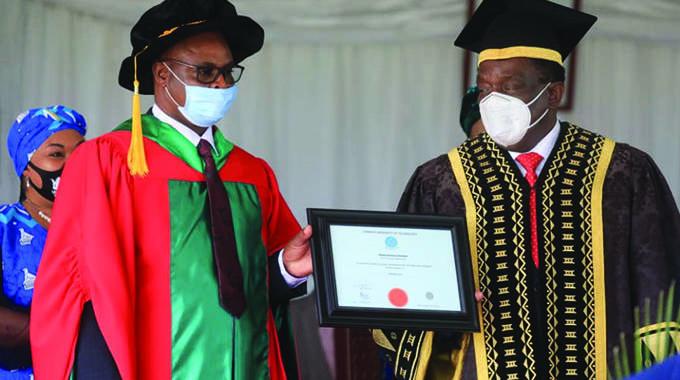 President caps 2 436 graduates at CUT
